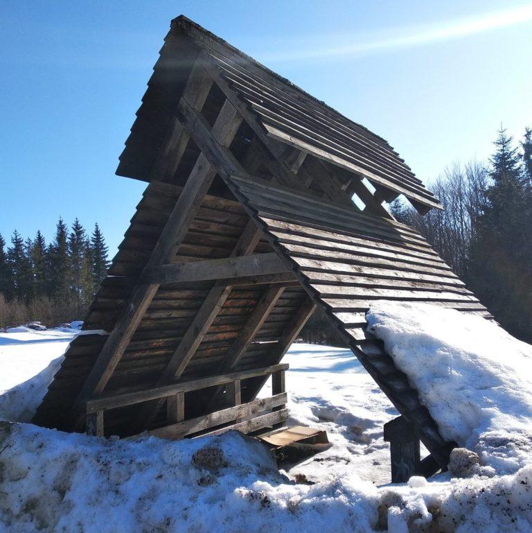 Wiata na Przełęczy Radoszyckiej