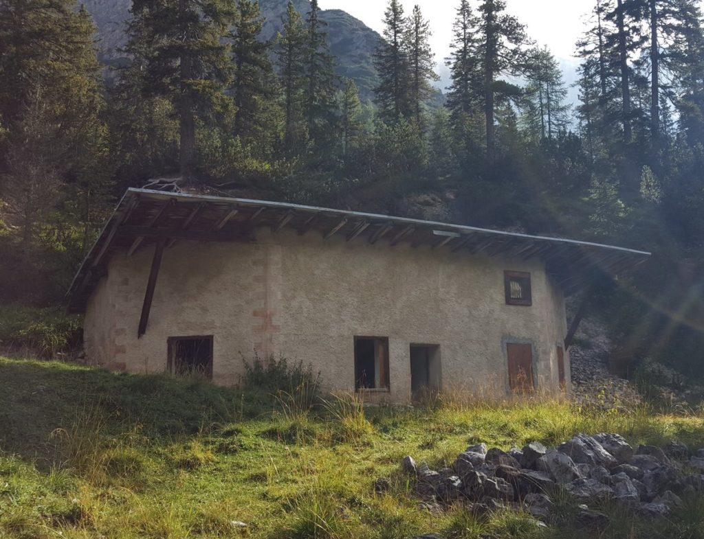 Opuszczona chatka nad potokiem Bosco